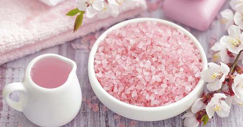 La sal rosada tiene múltiples beneficios y aplicaciones